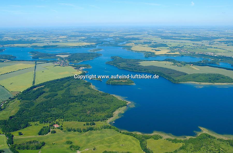 Biosphärenreservat Schaalsee:EUROPA, DEUTSCHLAND,  Mecklenburg- Vorpommern 18.06.2005:.Als Tafelsilber der Deutschen Einheit bezeichnete der damalige Umweltminister Dr. Klaus Töpfer die fünf Nationalparke, sechs Biosphärenreservate und drei Naturparke, die 1990 durch die erste frei gewählte DDR Regierung ausgewiesen und mit dem Einigungsvertrag in Bundesdeutsches Recht übernommen wurden. Auch die einmalige Kulturlandschaft am Schaalsee wurde damals, zunächst als Naturpark, unter Schutz gestellt. Im Jahre 2000 wurde die mecklenburger Schaalseelandschaft durch die UNESCO als Internationales Biosphärenreservat  ausgewiesen. Blickrichtung von Suedwest nach Nordost in der Mitte rechts Kampenwerder. .Naturpark Lauenburgische Seen .Luftaufnahme, Luftbild,  Luftansicht.