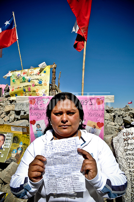 Claudio Yañez (34) relatives. Cristina Nuñez is showing a letter form the mine. She propose him to get married. He accept by sending a letter from the mine. Relatives and friends wait outside the mine where 33 miners are trapped in a collapsed tunnel in North Chile since August 5th.