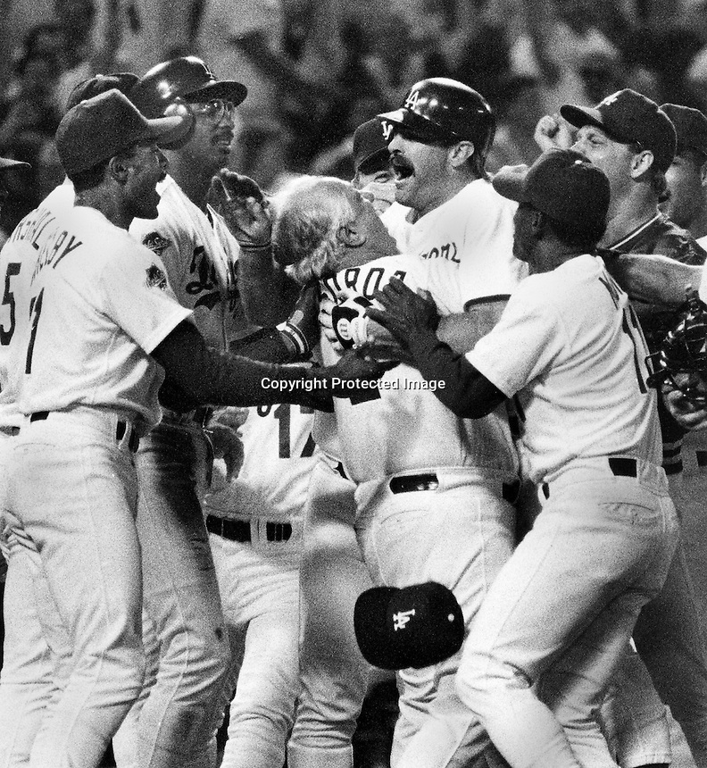 Oakland Athletics-LA Dodgers World Series:Curt Gibson home run.