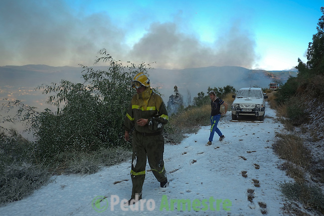 Firefighters work at the site of a wildfire in Monterrei, in Verín, near Ourense on September 01, 2012. © Pedro ARMESTRE