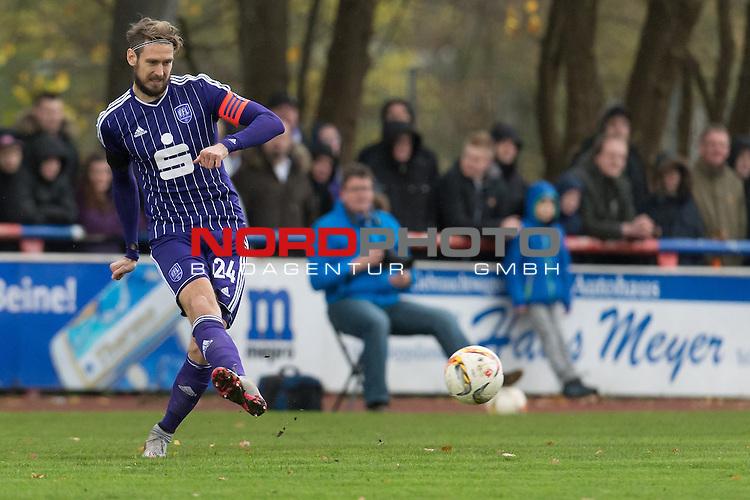 14.11.2015, Jahn Stadion, Dinklage, GER, FSP, VFL Osnabrueck vs 1. FC ST. Pauli, im Bild<br /> <br /> Tobias Willers (Osnabr&uuml;ck #24)<br /> Einzelaktion, Ganzk&ouml;rper / Ganzkoerper,<br /> <br /> Foto &copy; nordphoto / Kokenge