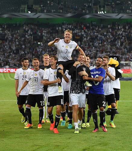 31.08.2016 Moenchengladbach, Germany. International football freindly. Germany versus Finland.  Bastian Schweinsteiger is given the bumps by his team mates