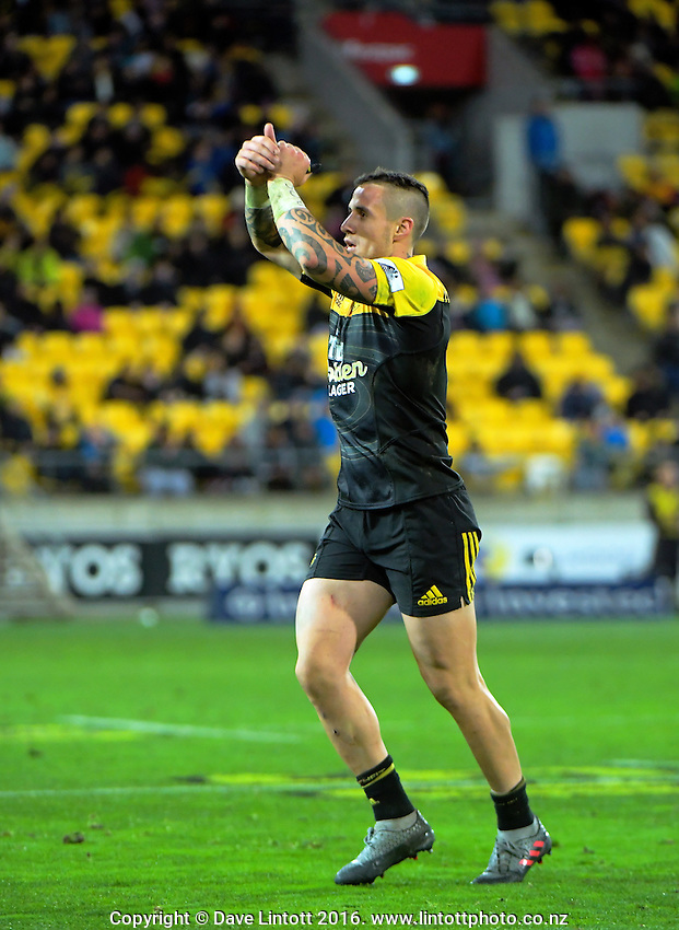TJ Perenara thanks fans as he is substituted during the Super Rugby semifinal match between the Hurricanes and Chiefs at Westpac Stadium, Wellington, New Zealand on Saturday, 30 July 2016. Photo: Dave Lintott / lintottphoto.co.nz