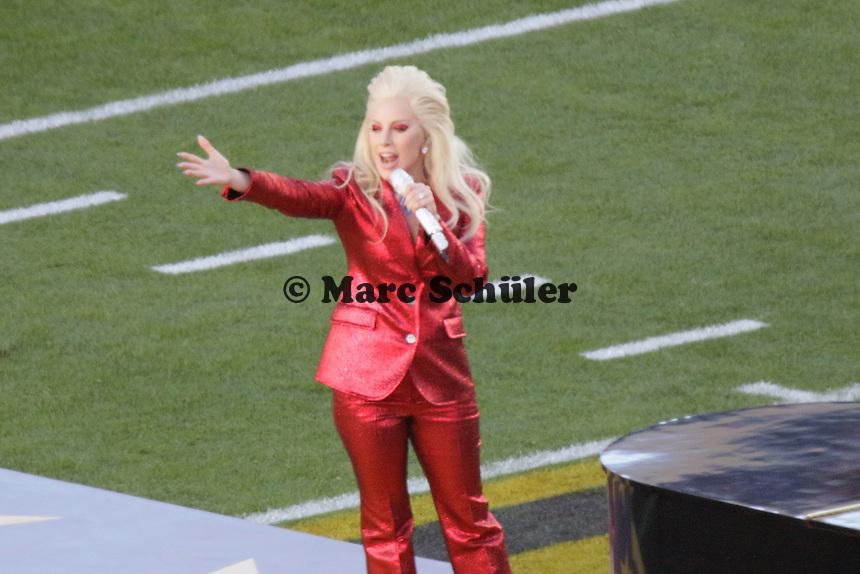 Lady Gaga singt die Nationalhymne - Super Bowl 50: Carolina Panthers vs. Denver Broncos