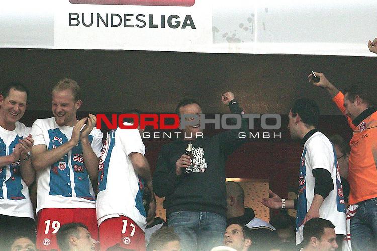 15.05.2012, Esprit Arena, D&uuml;sseldorf, GER, 1. FBL Relegation, Fortuna D&uuml;sseldorf vs Hertha BSC Berlin, im Bild<br /> Norbert Meier (Trainer D&uuml;sseldorf) jubelt <br /> <br /> // during the 1.FBL relegation, Fortuna D&uuml;sseldorf vs Hertha BSC Berlin on 2012/05/15, EspritArena, D&uuml;sseldorf, Germany. Foto &copy; nph / Mueller *** Local Caption ***