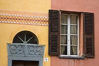 Europe/France/Provence-Alpes-Côtes d'Azur/06/Alpes-Maritimes/Alpes-Maritimes/Arrière Pays Niçois/Tende: Linteau d'une maison en schiste vert de la Roya- Avenue du 16 Sept 1947
