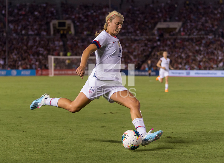 PASADENA, CA - AUGUST 4: Lindsey Horan #9 crosses the ball during a game between Ireland and USWNT at Rose Bowl on August 3, 2019 in Pasadena, California.