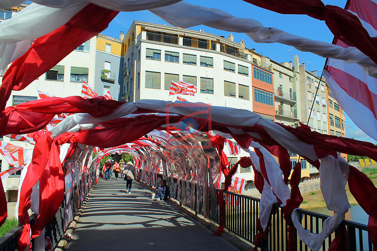 Girona Temps de Flors.<br /> 62a Exposicio de Flors, Monuments, Patis i Jardins.<br /> Pont de Sant Agusti.