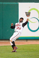 Lansing Lugnuts left fielder Dwight Smith Jr. (25) catches a fly ball during the Midwest League game against the Fort Wayne TinCaps at Cooley Law School Stadium on June 5, 2013 in Lansing, Michigan.  The TinCaps defeated the Lugnuts 8-5.  (Brian Westerholt/Four Seam Images)