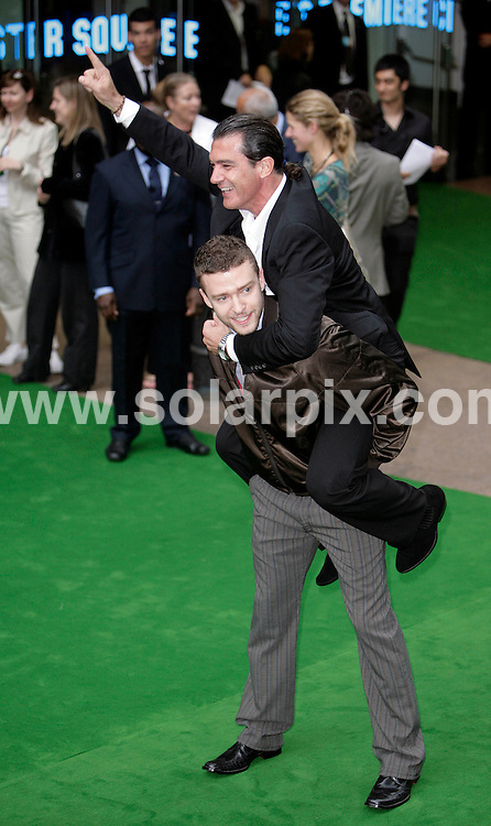 """**ALL ROUND PICTURES FROM SOLARPIX.COM**.**NO UK NEWSPAPER PUBLICATION **UK MAGAZINE PUBLICATION ONLY** AND NO PUBLICATION IN FRANCE, SCANDINAVIA, AUSTRALIA AND GERMANY** .Film premiere of """"Shrek the Third"""" at the Odeon, Leicester Square London..This Pic.Antonio Banderas & Justin Timberlake.JOB REF:4060         SFE       DATE: 11.6.07.**MUST CREDIT SOLARPIX.COM OR DOUBLE FEE WILL BE CHARGED* *UNDER NO CIRCUMSTANCES IS THIS IMAGE TO BE REPRODUCED FOR ANY ONLINE EDITION WITHOUT PRIOR PERMISSION*"""