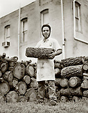 USA, Texas, portrait of chef holding firewood, Kreuz Market Barbeque (B&W)