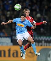 Fussball DFB Pokal:  Saison   2011/2012  Achtelfinale  20.12.2011 VfL Bochum - FC Bayern Muenchen  Giovanni Federico (li, VfL Bochum)  gegen Philipp Lahm (FC Bayern Muenchen)