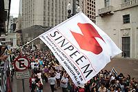 SAO PAULO, SP - 27.03.2017 - PROTESTO-SP - Professores da rede p˙blica municipal da cidade de S&bdquo;o Paulo protestam na tarde desta segunda-feira (27) em frente a prefeitura de capital paulista.<br /> <br /> (Foto: Fabricio Bomjardim / Brazil Photo Press)