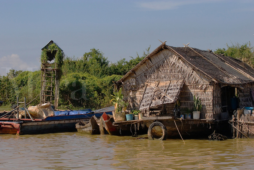 Houses on stilts in the Vietnamese floating village of Chong Kneas on lake Tonle Sap - Siem Reap, Cambodia......