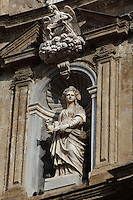 Santa Cristina (Saint Christina, patroness of Palermo), Baroque statue in niche rising to the fourth floor of the facade of one the buildings closing the octagonal Quattro Canti square, officially known as Piazza Vigliena, Palermo, Sicily, Italy. It was laid out in 1608-1620 by Giulio Lasso at the crossing of two principal streets and was one of the first major examples of town planning in Europe. Picture by Manuel Cohen