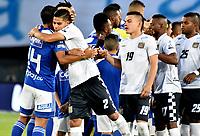 BOGOTÁ-COLOMBIA, 15–02-2020: Jugadores de Millonarios y Boyacá Chicó F.C., durante partido entre Millonarios y Boyacá Chicó F.C. de la fecha 5 por la Liga BetPlay DIMAYOR 2020 jugado en el estadio Nemesio Camacho El Campín de la ciudad de Bogotá. / Players of Millonarios and Boyaca Chico F.C., during a match between Millonarios and Boyaca Chico F.C. of the 5th date for the BetPlay DIMAYOR Leguaje I 2020 played at the Nemesio Camacho El Campin Stadium in Bogota city. / Photo: VizzorImage / Luis Ramírez / Staff.