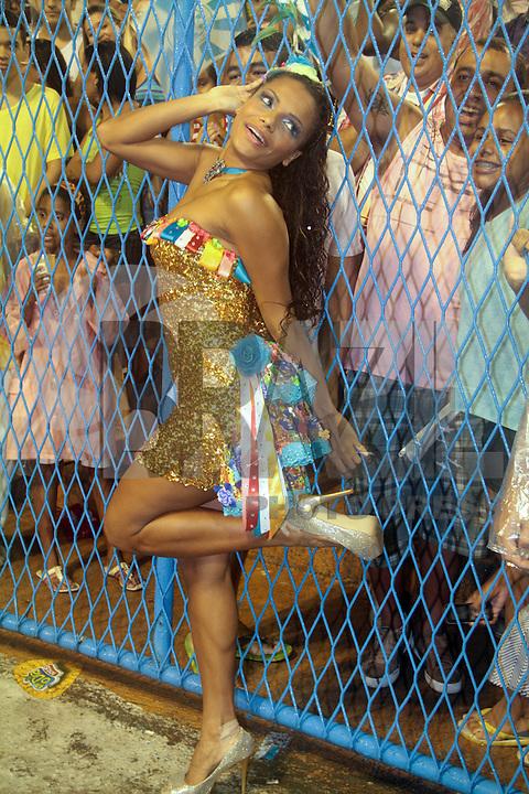 RIO DE JANEIRO; RJ; 20 DE JANEIRO 2013 - ENSAIOS TÉCNICOS CARNAVAL RJ - Quitéria Chagas desfilou no ensaio como destaque da Unidos da Vila Isabel. FOTO: NÉSTOR J. BEREMLUM - BRAZIL PHOTO PRESS.