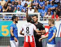 Gelb für Stephan Fürstner (1. FC Union Berlin)  -28.04.2018: SV Darmstadt 98 vs. 1. FC Union Berlin, Stadion am Boellenfalltor, 32. Spieltag 2. Bundesliga