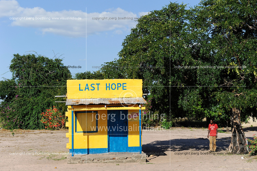 ZAMBIA Barotseland Mongu, shop with the name board LAST HOPE / SAMBIA, Haus mit dem Schriftzug Letzte Hoffnung