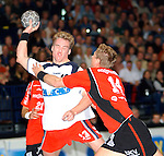 Handball Maenner 1. Bundesliga 2002/2003 Color Line Arena Hamburg (Germany) HSV Hamburg - SG Flensburg-Handewitt links Kjell Landsberg (HSV) rechts Juerg Kunze (Flensburg)