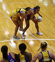 Pulse wing defence Hannah Broederlow pressures Temepara George during the ANZ Netball Championship match between the Central Pulse and Northern Mystics, TSB Bank Arena, Wellington, New Zealand on Monday, 4 May 2009. Photo: Dave Lintott / lintottphoto.co.nz