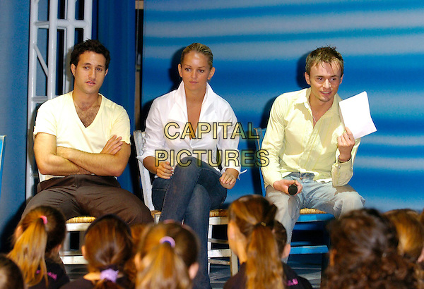 ANTHONY COSTA, JENNIFER ELLISON & JON LEE.The Kids Week In The West End Launch,.Prince Of Wales Theatre, London,.July 25th 2006..half length sitting john.Ref: CAN.www.capitalpictures.com.sales@capitalpictures.com.©Can Nguyen/Capital Pictures