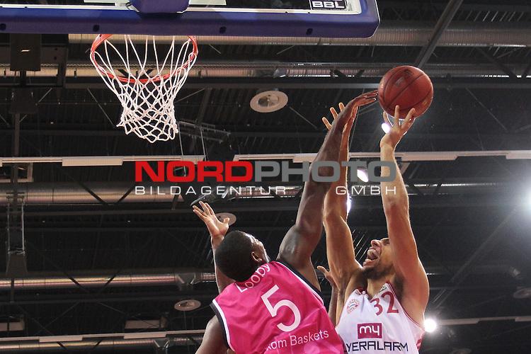 03.10.2013, Telekom Baskets Dome, Bonn, GER, BBL, Telekom Baskets Bonn vs FC Bayern M&uuml;nchen, im Bild<br /> Yassin Idbihi (Muenchen #32) (re.) gegen Kurt Looby (Bonn #5)<br /> <br /> Foto &copy; nph / Mueller