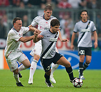 30.09.2009, Alianz Arena München, GER, UEFA CL, FC Bayern München vs Juventus Turin EXPA Pictures © 2009, Photographer Insidefoto/EXPA/ J. Groder<br /> Franck Ribéry, ( FC Bayern #7, GER ) vs Diego ( Juventus #28, ITA ) und Bastian Schweinsteiger, ( FC Bayern #31, GER )
