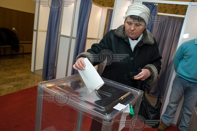 A woman votes during the the first round of the 2010 Presidential elections.