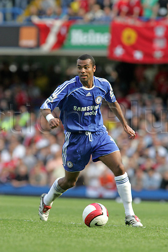 17 September 2006: Chelsea defender Ashley Cole with the ball during the Premiership game between Chelsea and Liverpool, played at Stamford Bridge. Chelsea won the match 1-0. Photo: Actionplus....060917 football soccer player