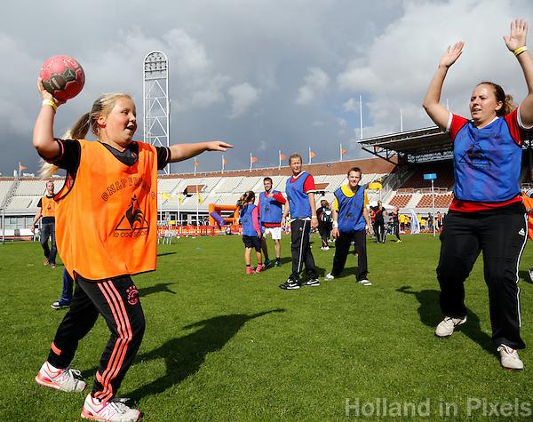 Johan Cruyff Foundationdag in Amsterdam. Eeen sportdag voor jongeren mét en zonder beperking. Handbal