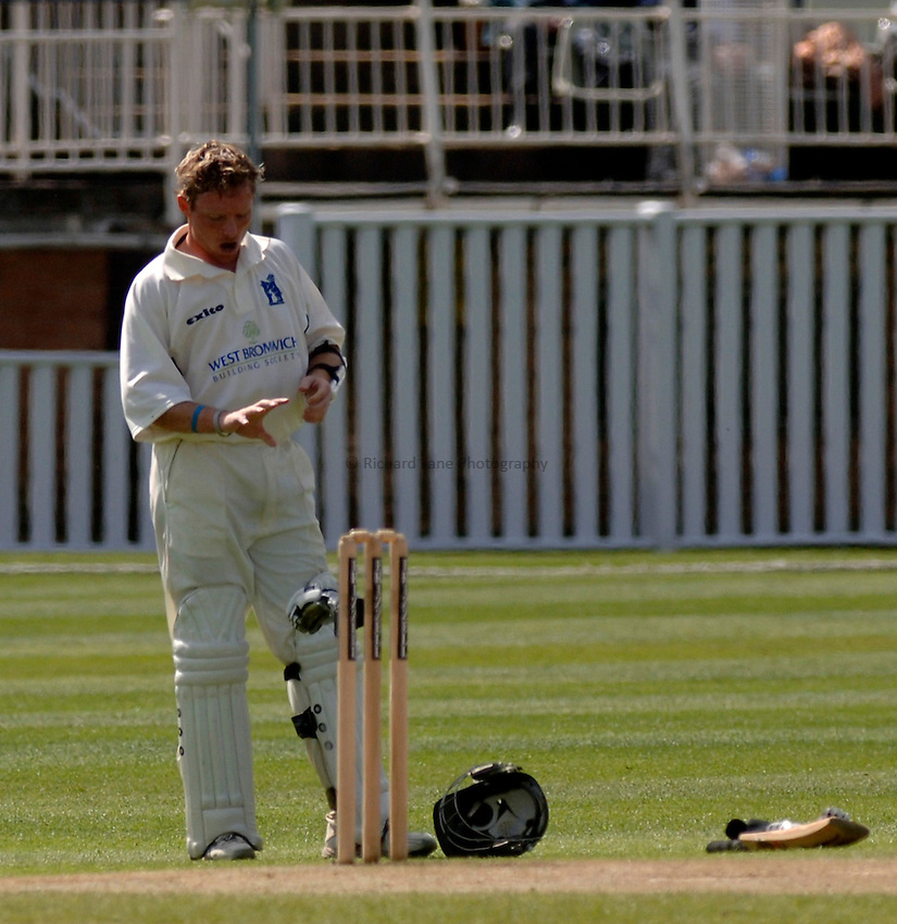 Photo. Glyn Thomas. .Warwickshire v Middlesex. 29/04/2005..Frizzell County Championship Division 1. Day 3..Warwickshire's Ian Bell examines his finger after being struck on the hand.