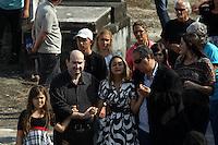 Rio de Janeiro,17 de  junho de 2012 -Na foto filha adotiva Tamires. O corpo da irmã de Angela Bismarchi,escrivã da polícia federal, Angelina Filgueiras dos  santos, de 42 anos é enterro no início da  tarde deste domingo(17) no cemitério de inhaúma, zona norte do Rio de Janeiro.<br /> Guto Maia / Brazil Photo Press