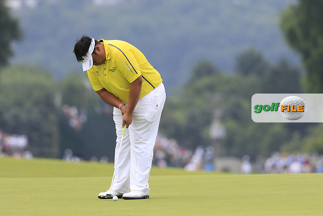 Kiradech Aphibarnrat (THA) putts on the 3rd green during Friday's Round 1 of the 2016 U.S. Open Championship held at Oakmont Country Club, Oakmont, Pittsburgh, Pennsylvania, United States of America. 17th June 2016.<br /> Picture: Eoin Clarke | Golffile<br /> <br /> <br /> All photos usage must carry mandatory copyright credit (&copy; Golffile | Eoin Clarke)