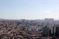 SAO PAULO, SP, 03 DE JANEIRO 2012. CLIMA TEMPO. Muito sol e calor, proximo a avenida Cupece, regiao sul de SP, na tarde desta terca-feira, 3. FOTO MILENE CARDOSO - NEWS FREE