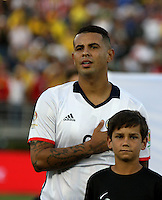 PASADENA - UNITED STATES, 07-06-2016: Edwin Cardona jugador de Colombia (COL) durante los actos protocolarios previo al encuentro del grupo A, fecha 2, con Paraguay (PAR) por la Copa América Centenario USA 2016 jugado en el estadio Rose Bowl en Pasadena, California, USA. /  Edwin Cardona player of Colombia (COL) during the formal events prior a match of the group A date 2 against Paraguay (PAR)  for the Copa América Centenario USA 2016 played at Rose Bowl stadium in Pasadena, California, USA. Photo: VizzorImage/ Luis Alvarez /Str