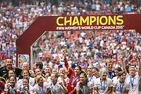 VANCOUVER, CANADÁ, 05.07.2015 - EUA-JAPÃO - Jogadoras dos Estados Unidos comemora apos conquistarem a Copa do Mundo de Futebol Feminino no Estádio BC Place em Vancouver no Canadá neste domingo, 05. (Foto: William Volcov/Brazil Photo Press)
