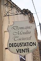 domaine moulin tacussel chateauneuf du pape rhone france