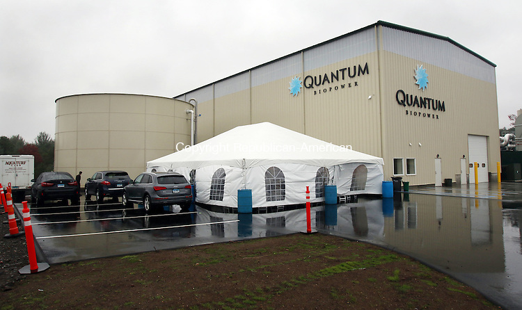 SOUTHINGTON CT. 15 November 2016-111516SV06-Quantum Power's anaerobic digester opened with a ribbon cutting in Southington Tuesday.<br /> Steven Valenti Republican-American