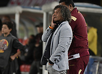BOGOTÁ - COLOMBIA, 09-12-2017: Alberto Gamero, técnico del Tolima, gesticula durante el encuentro entre Independiente Santa Fe y Deportes Tolima por la semifinal vuelta de la Liga Aguila II 2017 jugado en el estadio Nemesio Camacho El Campin de la ciudad de Bogota. / Alberto Gamero, coach of Tolima, gestures during match between Independiente Santa Fe and Deportes Tolima for the second leg semifinal of the Aguila League II 2017 played at the Nemesio Camacho El Campin Stadium in Bogota city. Photo: VizzorImage/ Gabriel Aponte / Staff