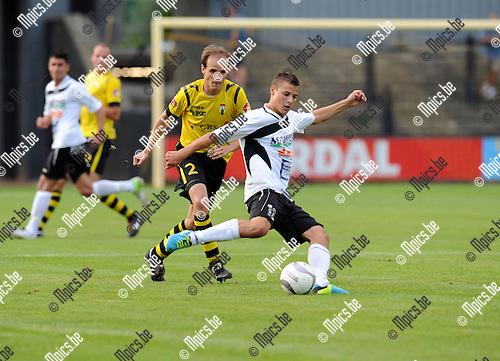 2013-08-15 / Voetbal / seizoen 2013-2014 / Berchem Sport - Bocholter / Geert Berben met Mike Deconinck (l. Berchem)<br /><br />Foto: mpics.be