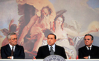 Da sinistra, il Ministro dell'Economia Giulio Tremonti, il Presidente del Consiglio Silvio Berlusconi ed il Ministro del Welfare Maurizio Sacconi durante la conferenza stampa per presentare il decreto anticrisi, a Palazzo Chigi, Roma, 26 giugno 2009..Italian Premier Silvio Berlusconi, center, flanked by Economy Minister Giulio Tremonti, left, and Welfare Minister Maurizio Sacconi, speaks during a press conference at Chigi Palace, Rome, 26 june 2009..UPDATE IMAGES PRESS/Riccardo De Luca