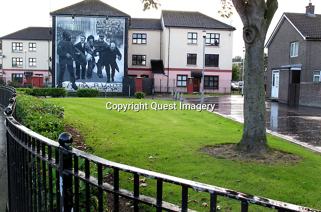 &quot;Bloody Sunday Memorial&quot;, a mural depicting Bloody Sunday showing Father Edward Daly escorting injured marchers to safety using a white handkerchief displayed on the side of an apartment complex called the Rossville Flats in the Bogside, a neighborhood outside the city walls of Derry, Northern Ireland.<br />