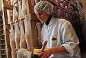 01/12/14 - PARLAN - CANTAL - FRANCE - Entreprise de salaisons LABORIE. Brossage des rosettes - Photo Jerome CHABANNE