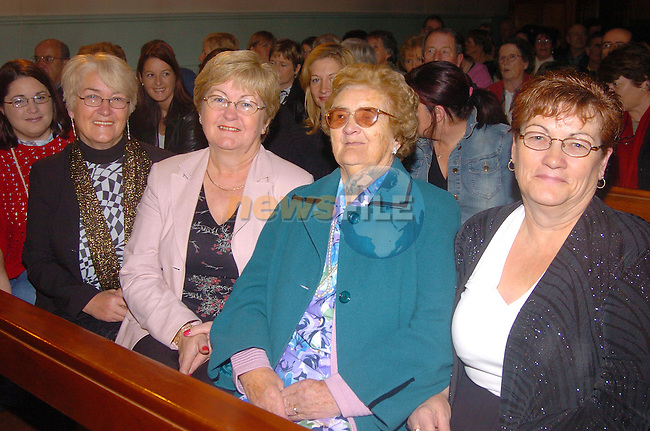 Sisters Patricia Quinn Geraldine Kearns, andGretta Connor with there mother Jane Stone  who celebrated her 90 birthday .Photo Fran Caffrey Newsfile.ie..This Picture has been sent to you by Newsfile Ltd..The Studio,.Millmount Abbey,.Drogheda,.Co. Meath,.Ireland..Tel: +353(0)41-9871240.Fax: +353(0)41-9871260.ISDN: +353(0)41-9871010.www.newsfile.ie..general email: pictures@newsfile.ie