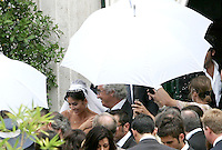 La modella Elisabetta Gregoraci ed il manager della Renault Formula Uno Flavio Briatore lasciano la Chiesa di Santo Spirito in Sassia, Roma, 14 giugno 2008, al termine della loro cerimonia nuziale..Italian top model Elisabetta Gregoraci, center, and Renault F1 boss Flavio Briatore leave St. Spirito in Sassia's church at the end of their wedding ceremony in Rome, 14 june 2008..UPDATE IMAGES PRESS/Riccardo De Luca