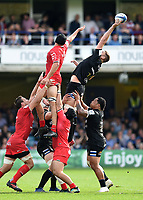 Elliott Stooke of Bath Rugby wins the ball at a lineout. Heineken Champions Cup match, between Bath Rugby and Stade Toulousain on October 13, 2018 at the Recreation Ground in Bath, England. Photo by: Patrick Khachfe / Onside Images