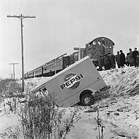 Accident entre un train et un camion de livraison de Pepsi sur la voie ferree a Charlesbourg, le 18 novembre 1965.<br /> <br /> Une personne est morte.<br /> <br /> PHOTO : Agence Quebec Presse