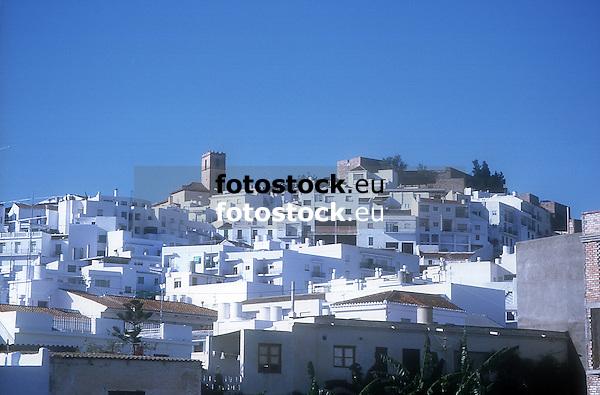 Salobreña, one of the White Villages in Andalusia, Southern Spain<br /> <br /> Salobreña, uno de los Pueblos Blancos en Andalucía, Sur de España<br /> <br /> Salobreña eines der weißen Dörfer in Andalusien, Südspanien<br /> <br /> 1779 x 1172 px<br /> 300 dpi: 14,8 x 9,8 cm<br /> Origianl: 35 mm slide transparency