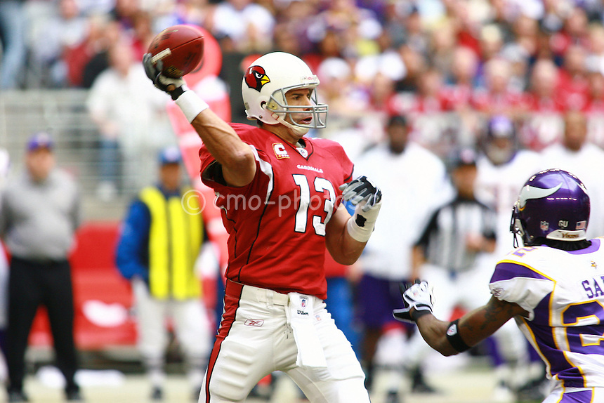 Dec 07, 2008; Glendale, AZ, USA; Arizona Cardinals quarterback Kurt Warner (13) throws a pass in the second quarter of a game against the Minnesota Vikings at University of Phoenix Stadium.
